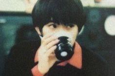 きのこ!!!!!94-96年のマサムネさん好きです!!!! そして赤シャツだった...|『草野さんの髪型はキノコの時と短髪どっちが好きですか?個人的にはキノコの方が似合う...』への回答の画像6。スピッツ,ヘアスタイル,草野マサムネ。