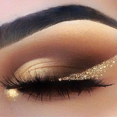 44 Awesome Golden Smokey Eye Makeup with a Pop of Gold. 44 Awesome Golden Smokey Eye Make-up mit einem Schuss Gold. & The post 44 Awesome Golden Smokey Eye Make-up mit einem Schuss Gold. & augen make up appeared first on Make-up . Glitter Eye Makeup, Prom Makeup, Wedding Makeup, Hair Makeup, Pageant Makeup, Sparkly Eyeshadow, Glowy Makeup, Glitter Brows, Party Eye Makeup