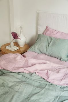 Dreamy hues of purple, lilac french linen bedding. Linen Bedroom, Home Bedroom, Bedroom Decor, Linen Bedding, Bed Linen, Design Apartment, Ideas Hogar, Cool Beds, Home Interior