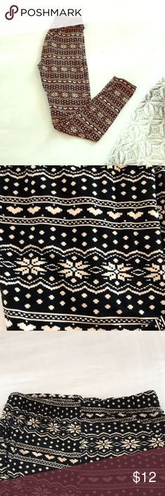 Snowflake heart OS leggings Softer than LuLaRoe!! These are perfect for this time of year! Worn once because I only wear my clothes once lol Smoke and pet free! always Pants Leggings