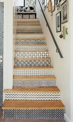Modern staircase ideas - design and layout ideas to inspire your own staircase remodel, painted diy, decorating basement remodel pictures - staircase ideas Tiled Staircase, Tile Stairs, Staircase Remodel, Staircase Ideas, Modern Staircase, Hallway Ideas, Style At Home, Beach House Decor, Diy Home Decor