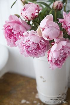 Cute for on dresser Flowers Nature, My Flower, Fresh Flowers, Flower Power, Beautiful Flowers, Beautiful Flower Arrangements, Floral Arrangements, Beautiful Gardens, Topiary