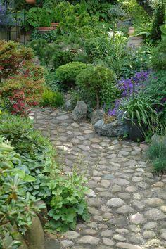 Vores have er først og fremmest et `poetisk projekt`. Det kan måske lyde lidt underligt, men vi er afgjort ikke plantesamlere i gængs ...