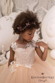 Green Flower Girl Dresses, Princess Flower Girl Dresses, Lace Flower Girls, Girls Dresses, Corset, Blush Rose, Peach Flowers, Junior Bridesmaid Dresses, Birthday Dresses