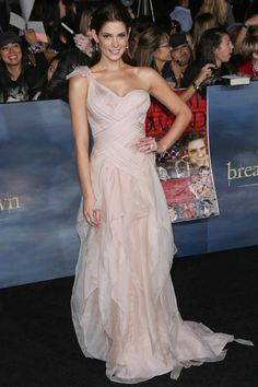 "mark Celebrity Brand Ambassador Ashley Greene's ""Get The Look"" featured on TeenVogue.com"