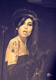 Image shared by Le Cirque des Rêves. Amy Winehouse, Amazing Amy, My Idol, Beautiful Voice, Beautiful People, Image, Queens, Divas, Jewish Girl