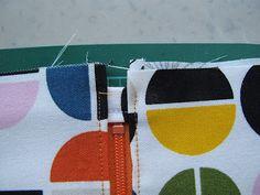 Couture à la maison - Sewing at home: Trousse: finitions parfaites autour de la fermeture éclair