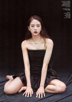 Your source of news on YG's biggest girl group, BLACKPINK! Blackpink Jisoo, K Pop, South Korean Girls, Korean Girl Groups, Blackpink Memes, Jennie Lisa, Blackpink And Bts, Blackpink Photos, Harpers Bazaar