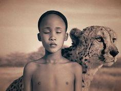 Niño-frágil-con-tigre (1)