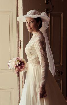 The dress and hat remind me of my mother's wedding dress :) Vintage bridal gown Formal Dresses For Weddings, Bridal Dresses, Flower Girl Dresses, Custom Wedding Dress, Wedding Gowns, Wedding Hats, Old Fashioned Wedding, Bridal Hat, Vintage Stil