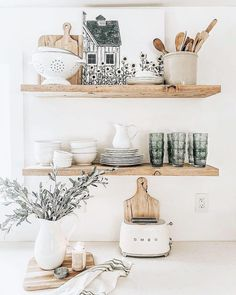 open shelf in the kitchen floating shelves in the kitchen neutral kitchen equipment inspiration Decor, Home Decor Inspiration, Home Kitchens, Sweet Home, Open Kitchen Shelves, Kitchen Decor Inspiration, Neutral Kitchen, Kitchen Shelves Styling, House Interior