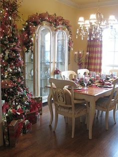 Tree and garland with mesh in a dining room