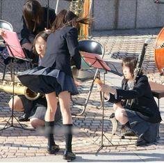 強風でスカートがめくれてしまう。ハーフパンツでパンツは見えません Wind Skirt, High School Girls, Japanese Girl, Fashion Photo, Ballet Skirt, Asian, Skirts, Cute, Image