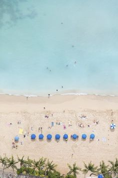 Waikiki Blue Umbrellas by Gray Malin Drone Photography, Travel Photography, Beach Photography, Blue Umbrella, Photo D Art, Diy Inspiration, Am Meer, Summer Vibes, Summer Surf