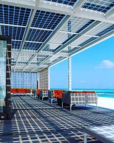 Resort nas Maldivas é o primeiro do mundo a funcionar com energia solar Roof Solar Panels, Solar Roof Tiles, Solar Energy Panels, Best Solar Panels, Solar Energy System, Solar Power, Wind Power, Alternative Energie, Solar Water Heater