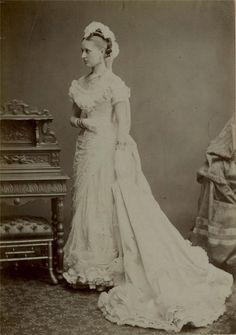 Cab Card: A woman wearing a ballgown or wedding dress by Debenham, London circa 1877