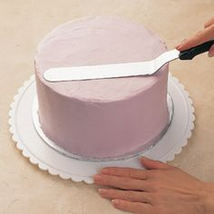 Way to get smooth icing on a cake~ Perfect for if you don't like the taste of fondant, but want to make a beautiful cake