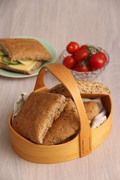 Rundstykker til matpakken - My Little Kitchen Wicker Baskets, Picnic, Kitchens, Baking, Decor, Decoration, Bakken, Picnics, Kitchen