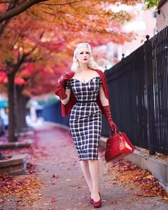 Chicago Chic ♥: Rouged Autumn || The Pretty Dress Tartan