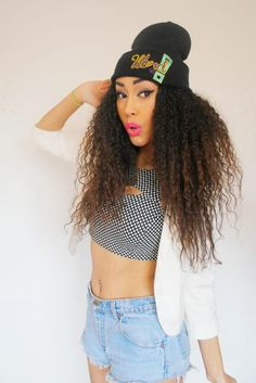 I wish I were able to pull off curly hair like beautiful black women. But im way too white. Love her hair<3