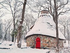 The Witches Hut (from the Hansel and Gretel tale) North Kildonan Park, Winnipeg. I was always entranced my it's magic, even as a child. Oh The Places You'll Go, Great Places, Places To Visit, Voyage Canada, Witch Cottage, Canada Eh, Canadian History, Roadside Attractions, Big Sky