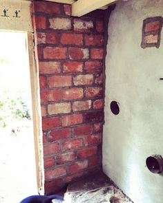 Saunan tuliseinä muurattiin vanhoista tiilistä