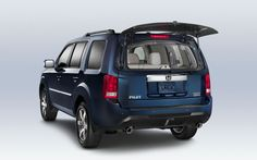 2015 Honda Pilot Lift-Up Glass Hatch | The rear glass lifts up independently of the tailgate, which allows for easy access to the cargo area without having to open the entire tailgate
