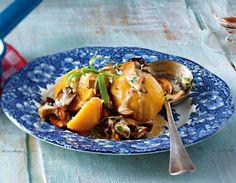 Unser beliebtes Rezept für Kürbis-Kartoffel-Knödel mit Pilzragout und mehr als…