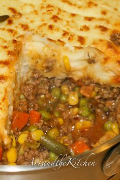 This recipe for the ultimate comfort food, Super Shepherd's Pie is a family favourite. Ground beef and veggies smothered in a rich tasty gravy, topped with mashed potatoes. If you like add a layer of melted cheese for even more incredible flavour! Great Recipes, Dinner Recipes, Favorite Recipes, Drink Recipes, Easy Recipes, Dessert Recipes, Beef Dishes, Food Dishes, Main Dishes