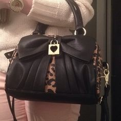 Betsey Johnson purse ♥♥♥ my fav!!! (leopard print, bows, hearts, black & gold... can't ask for more)