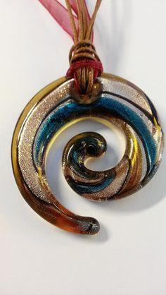 "Murano Kette ""Swirl"" in braun-gold-türkis  von Menara d'oro auf DaWanda.com Choker, Gold, Beads, Rings, Handmade, Necklaces, Get Tan, Nice Asses, Neck Choker"