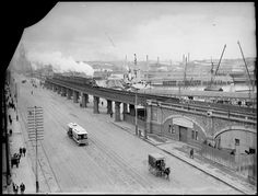 Flinders Street railway bridge, Melbourne, c1914. Photograph from State Library Victoria.