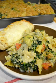 This Spinach Artichoke Pasta Bake is a delicious vegetarian pasta casserole that will have you begging for seconds. Pasta Recipes, Dinner Recipes, Cooking Recipes, Dinner Ideas, Vegetarian Recipes, Healthy Recipes, Healthy Meals, Delicious Recipes, Easy Meals