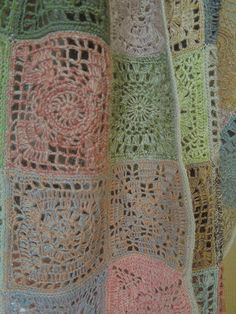 Granny squares actually look good here! Form Crochet, Crochet Quilt, Crochet Squares, Crochet Home, Crochet Granny, Crochet Motif, Crochet Shawl, Easy Crochet, Knit Crochet
