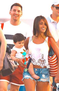 The Messi family God Of Football, Football Memes, Soccer Fans, Football Players, Old Boys, Messi And Wife, Lionel Messi Family, Lional Messi, Antonella Roccuzzo