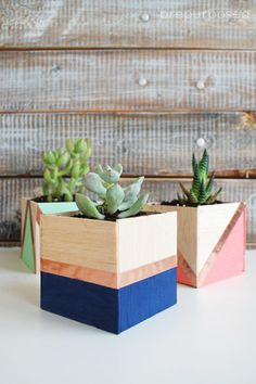 Come see how easy these DIY Balsa Wood Planters are to make using light weight balsa wood and some colorful craft paint and tape! Diy Wood Planters, Wood Crafts, Diy Crafts, Diy Mothers Day Gifts, Mother's Day Diy, Diy Décoration, Diy Pumpkin, Flower Pots, Decoration