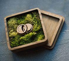 Деревянные Коробки Wedding Ring Box, Wedding Boxes, Wooden Ring Box, Wooden Boxes, Couple Ring Design, Wood Crafts, Diy And Crafts, Moss Decor, Wooden Desk Organizer