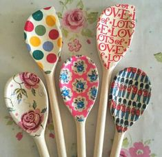 Here the 9 best wooden spoon craft ideas for Christmas and for other occasions. Decorate your garden table with this wooden spoon crafts, try your ideas. Kids Crafts, Crafts For Seniors, Creative Crafts, Diy And Crafts, Craft Projects, Arts And Crafts, Craft Ideas, Wooden Spoon Crafts, Wooden Spoons