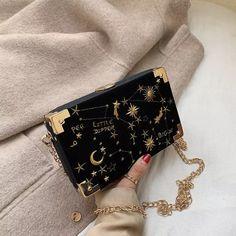 Unique Purses, Cute Purses, Luxury Purses, Luxury Bags, Sac Birkin Hermes, Aesthetic Bags, Korean Aesthetic, Dolce E Gabbana, Accesorios Casual