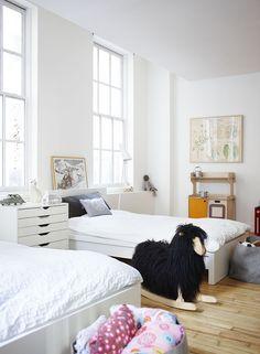 Lovely children's bedroom for kid's who share