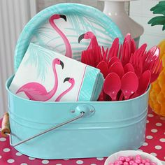 40 decoration ideas for summer parties 4 40 Summer Party Decoration Ideas 4 - Style FemaleMaking clay yourself: how it works! - - the most beautiful dinner party at the end of summer. Pink Flamingo Party, Flamingo Baby Shower, Flamingo Birthday, Flamingo Pool, Flamingo Decor, Mermaid Birthday, Pink Flamingos, Hawaiian Party Decorations, Summer Party Themes