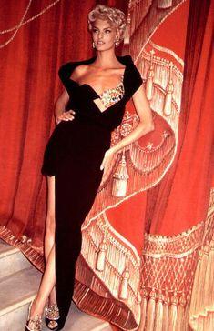 73daf1f3baf Gianni Versace Vintage Collection 90s Linda Evangelista