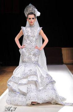 vestido de gala hecho en cristal boreal - Buscar con Google