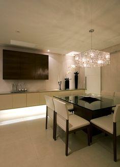 ↑ design de mesa e cadeiras ____________ ↓ luminária e armário acima do aparador