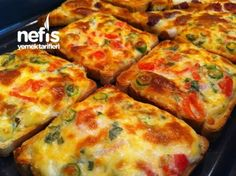 Kaşarlı peynirli domatesli fırında nefis ekmekler Receitas Gostosas – Vejeteryan yemek tarifleri – Las recetas más prácticas y fáciles Lunch Recipes, Appetizer Recipes, Breakfast Recipes, Cooking Recipes, Bread Recipes, Turkish Breakfast, Cheese Bread, Breakfast Items, Turkish Recipes