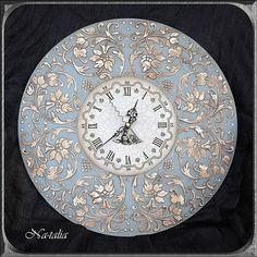 """Часы """"Ангельские"""" выполнены в технике декупаж, объемной пастой и восками, имитируют инкрустацию слоновой костью. Автор - Na-talia"""