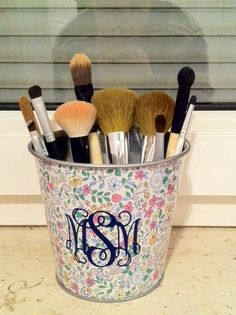 Preppy Girl Meets World: DIY Makeup Brush Holder. Coffee beans or glass beads would be perfect for the base filler :-)