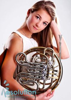 French horn senior picture Girl Senior Pictures, Senior Year, Senior Photos, Senior Portraits, Photography Music, Photography Projects, Picture Ideas, Photo Ideas, Rockabilly Cars