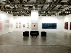 At Art Stage Singapore 2015 Booth C13, Art Plural Gallery presented the solo exhibitions of French artist Fabienne Verdier and Chinese ink artist Nan Qi. These exhibitions unveiled 5 significant new paintings by Fabienne Verdier, who created them especially for the occasion, and 20 intricate ink drawings by Nan Qi.