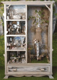 ♥ Armoire as doll house or a fairy house? Vitrine Miniature, Miniature Houses, Miniature Dolls, Dollhouse Dolls, Dollhouse Miniatures, Fairy Houses, Doll Houses, Little Girl Rooms, Home And Deco